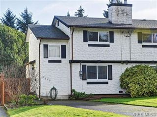 Photo 1: 3025 Metchosin Rd in VICTORIA: Co Hatley Park Half Duplex for sale (Colwood)  : MLS®# 717942