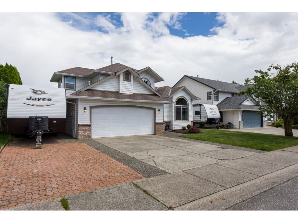 """Main Photo: 35443 LETHBRIDGE Drive in Abbotsford: Abbotsford East House for sale in """"Sandyhill"""" : MLS®# R2378218"""