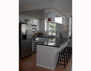 "Photo 2: 326 1979 YEW Street in Vancouver: Kitsilano Condo for sale in ""CAPERS BUILDING"" (Vancouver West)  : MLS®# V697069"