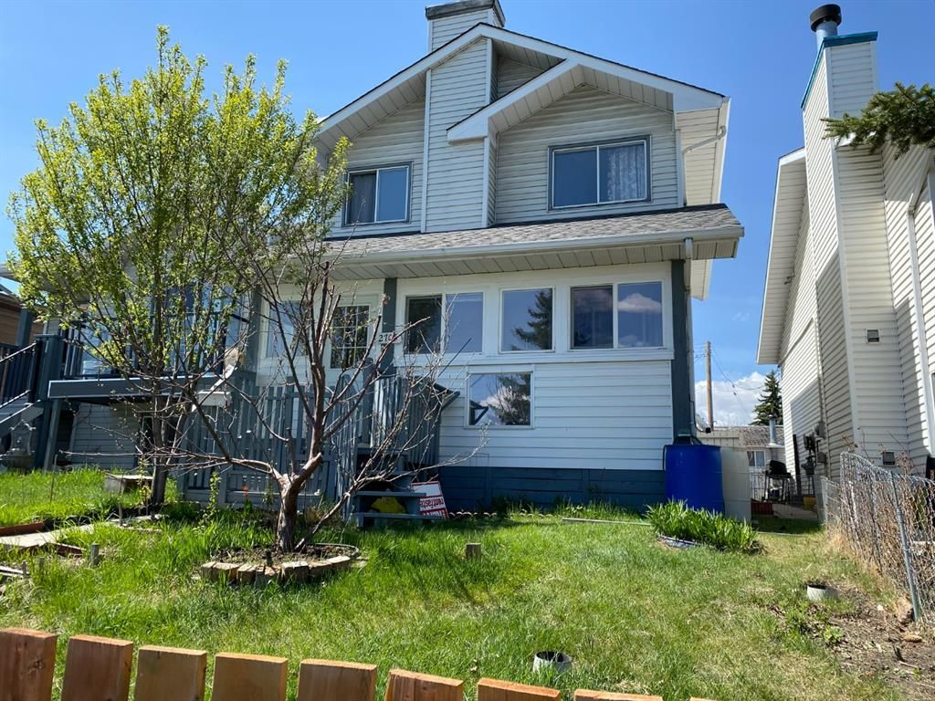 Main Photo: 2705 46 Street SE in Calgary: Dover Semi Detached for sale : MLS®# A1106612
