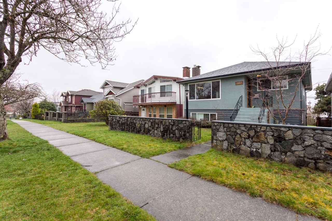 Main Photo: 2557 E 24TH AVENUE in Vancouver: Renfrew Heights House for sale (Vancouver East)  : MLS®# R2252626