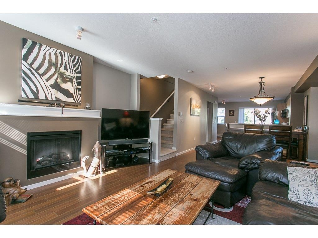 "Photo 3: Photos: 21 20875 80 Avenue in Langley: Willoughby Heights Townhouse for sale in ""Pepperwood"" : MLS®# R2113758"