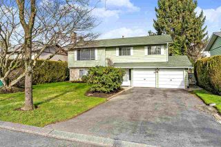 Photo 1: 17027 HEREFORD PLACE in Surrey: Cloverdale BC House for sale (Cloverdale)  : MLS®# R2435487