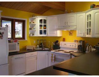 Photo 3: 980 JOE Road in Roberts_Creek: Roberts Creek House for sale (Sunshine Coast)  : MLS®# V749561