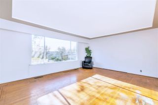 "Photo 3: 4011 GRANT Street in Burnaby: Willingdon Heights House for sale in ""Burnaby Heights"" (Burnaby North)  : MLS®# R2422637"