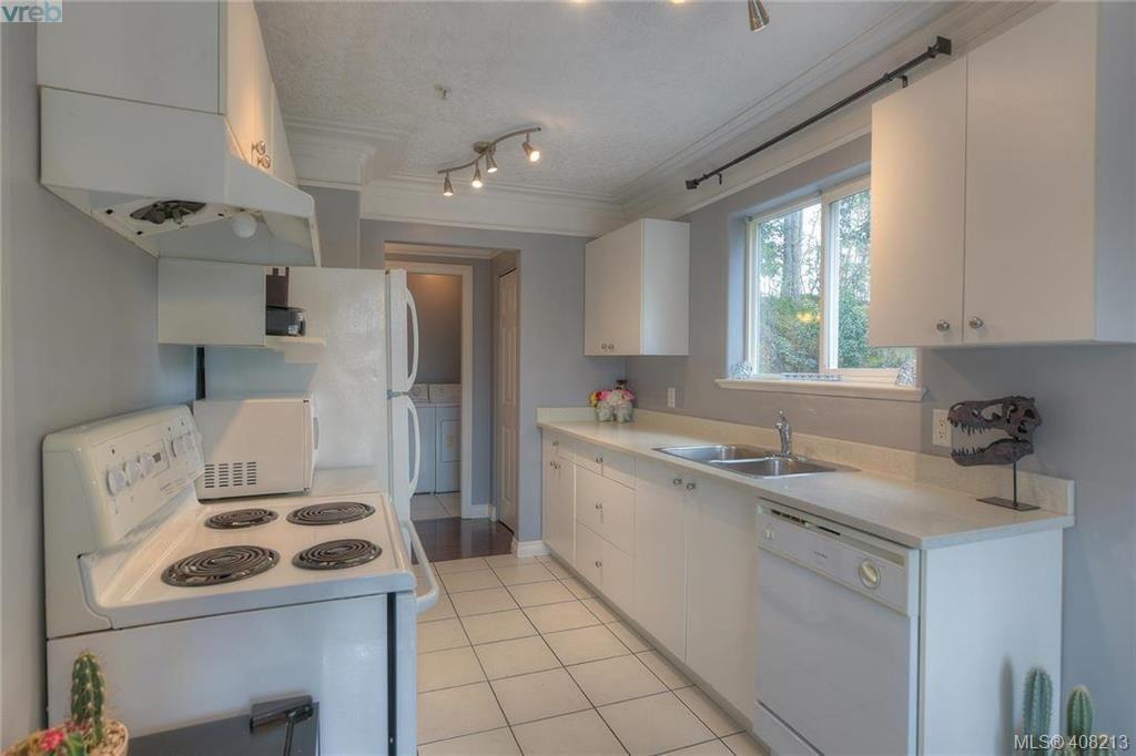Photo 25: Photos: A & B 3232 Loledo Pl in VICTORIA: La Luxton Full Duplex for sale (Langford)  : MLS®# 811181