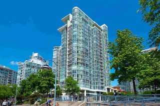 """Photo 34: 1602 1077 MARINASIDE Crescent in Vancouver: Yaletown Condo for sale in """"Marinaside Resort Residences"""" (Vancouver West)  : MLS®# R2592823"""