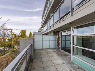 """Photo 17: 204 4375 W 10TH Avenue in Vancouver: Point Grey Condo for sale in """"The Varsity"""" (Vancouver West)  : MLS®# R2552003"""