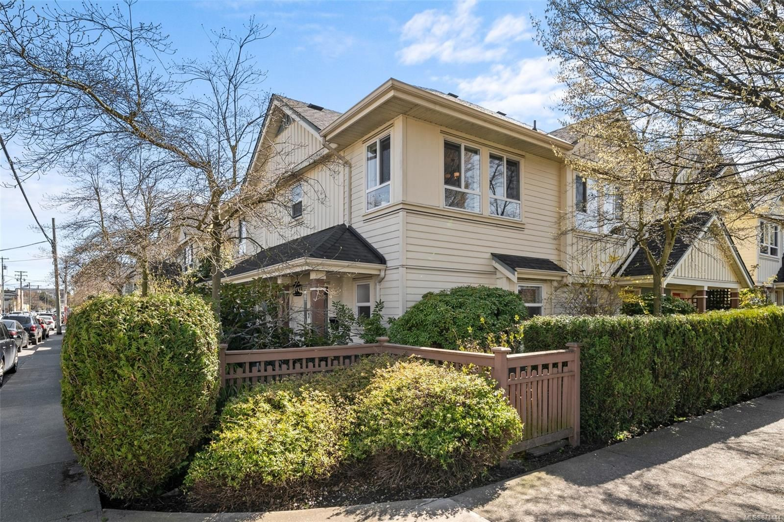Main Photo: 7 1019 North Park St in : Vi Central Park Row/Townhouse for sale (Victoria)  : MLS®# 871444