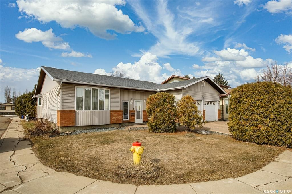 Main Photo: 367 Wakaw Crescent in Saskatoon: Lakeview SA Residential for sale : MLS®# SK850445
