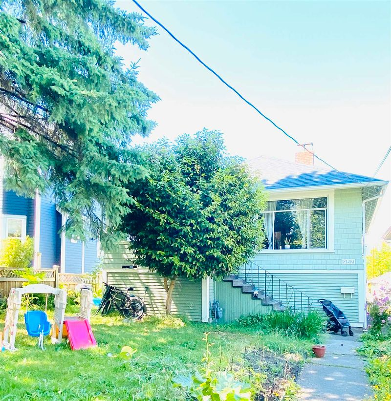 FEATURED LISTING: 957 15TH Avenue East Vancouver