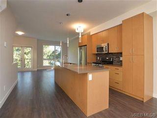 Photo 1: 4 1060 Tillicum Rd in VICTORIA: Es Kinsmen Park Row/Townhouse for sale (Esquimalt)  : MLS®# 717795