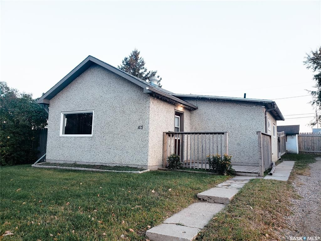 Main Photo: 65 30th Street East in Prince Albert: East Hill Residential for sale : MLS®# SK873806
