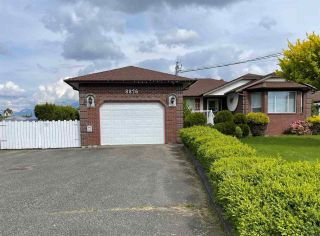 Photo 1: 8876 BROADWAY Street in Chilliwack: Chilliwack E Young-Yale House for sale : MLS®# R2578773