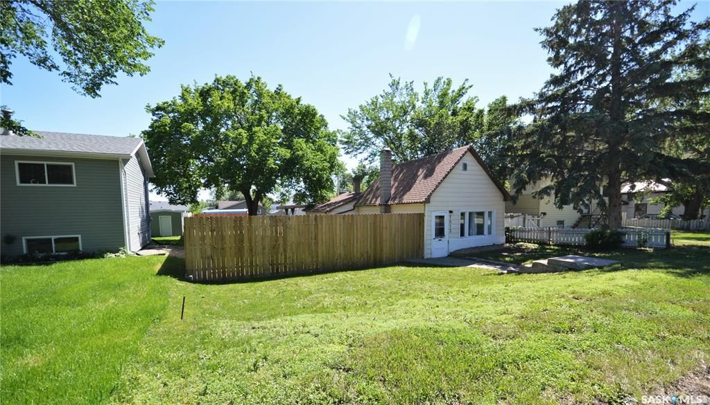 Main Photo: 1013 Athabasca Street East in Moose Jaw: Hillcrest MJ Residential for sale : MLS®# SK859686