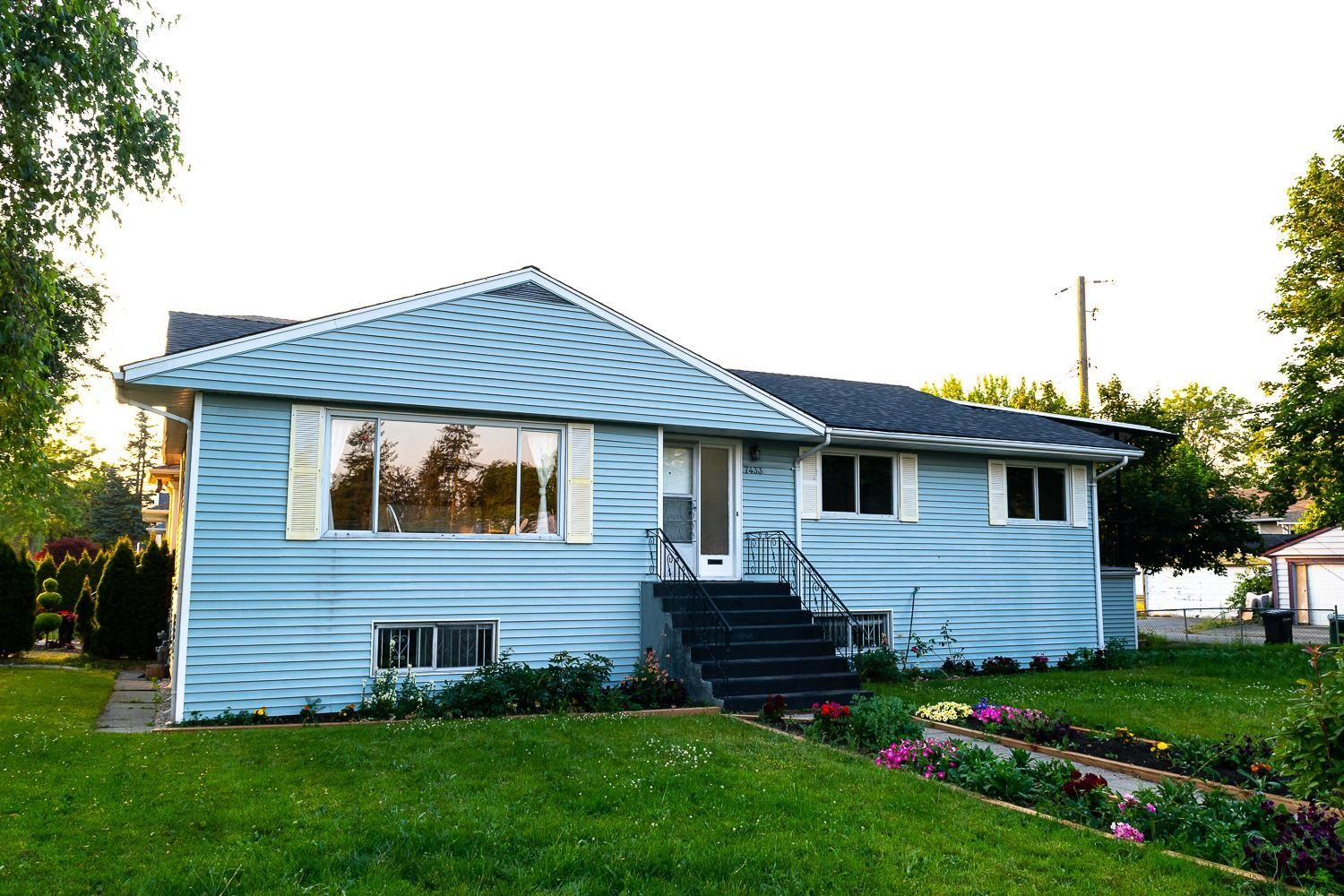 Main Photo: 7433 ELWELL Street in Burnaby: Highgate House for sale (Burnaby South)  : MLS®# R2616869