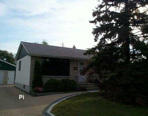 Main Photo: 561 KINGSFORD Avenue in WINNIPEG: North Kildonan Single Family Detached for sale (North East Winnipeg)  : MLS®# 2613067