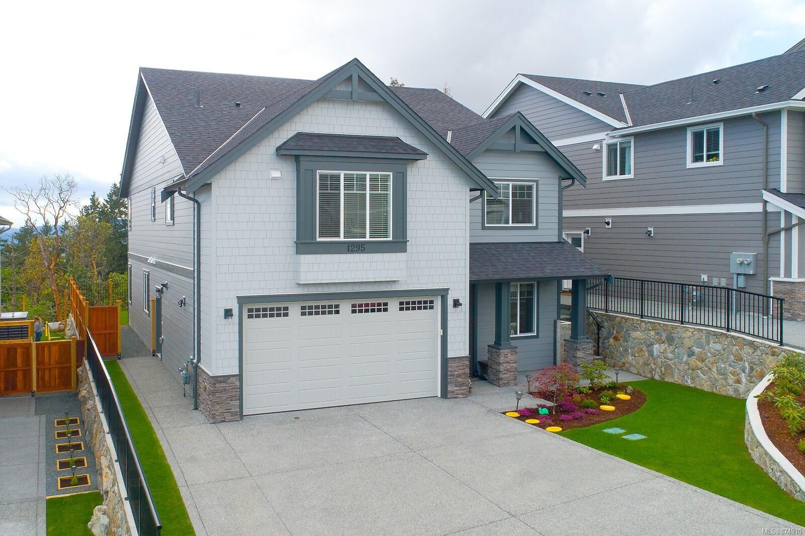 Main Photo: 1295 Flint Ave in : La Bear Mountain House for sale (Langford)  : MLS®# 874910