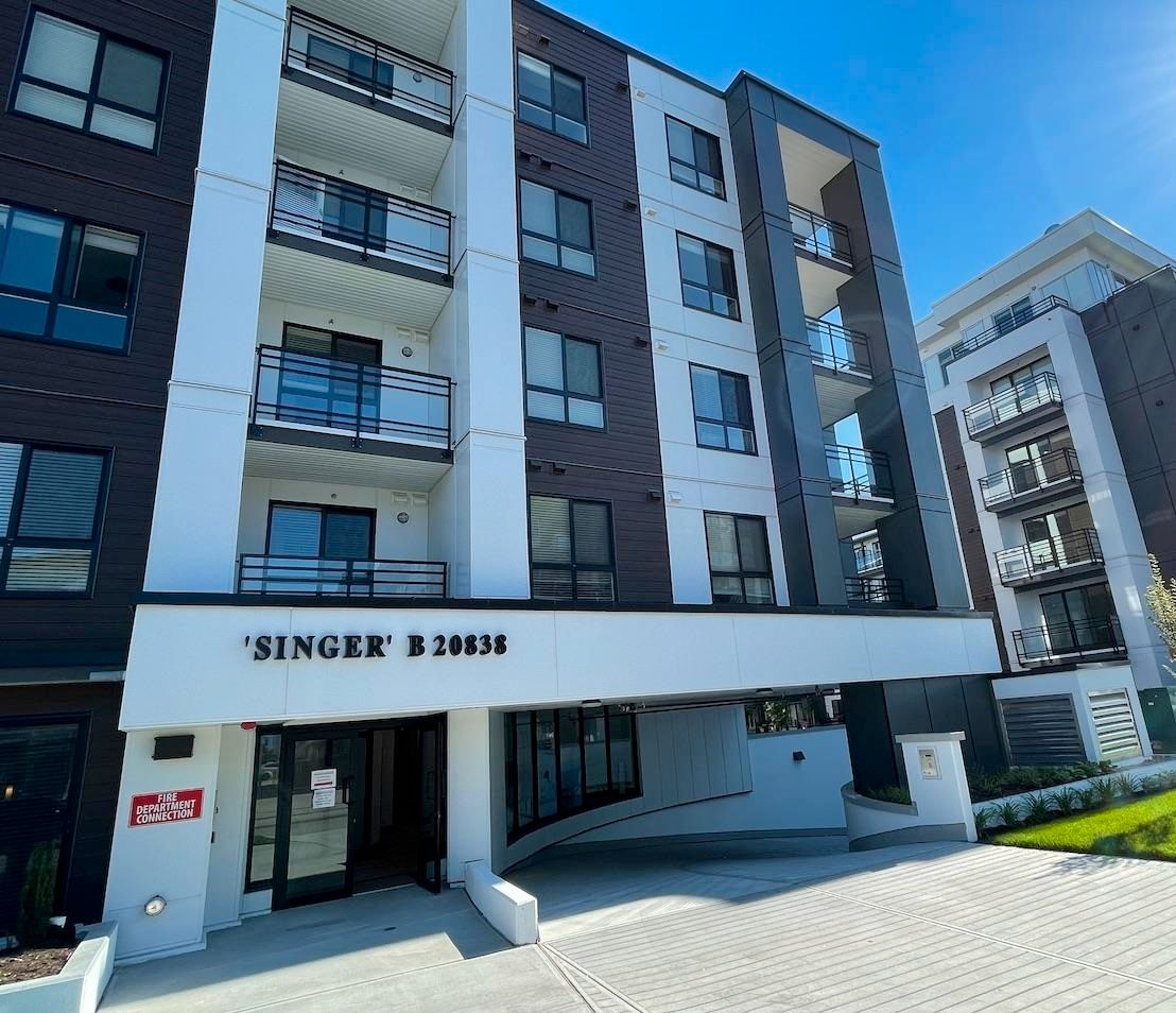 """Main Photo: 402B 20838 78B Avenue in Langley: Willoughby Heights Condo for sale in """"Hudson & Singer"""" : MLS®# R2594495"""