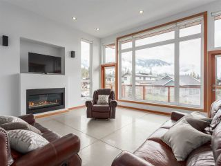 "Photo 1: 1056 JAY Crescent in Squamish: Garibaldi Highlands House for sale in ""Thunderbird Creek"" : MLS®# R2181297"