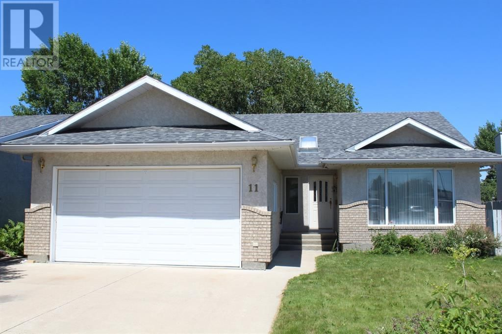 Main Photo: 11 Erminedale Bay N in Lethbridge: House for sale : MLS®# A1093060