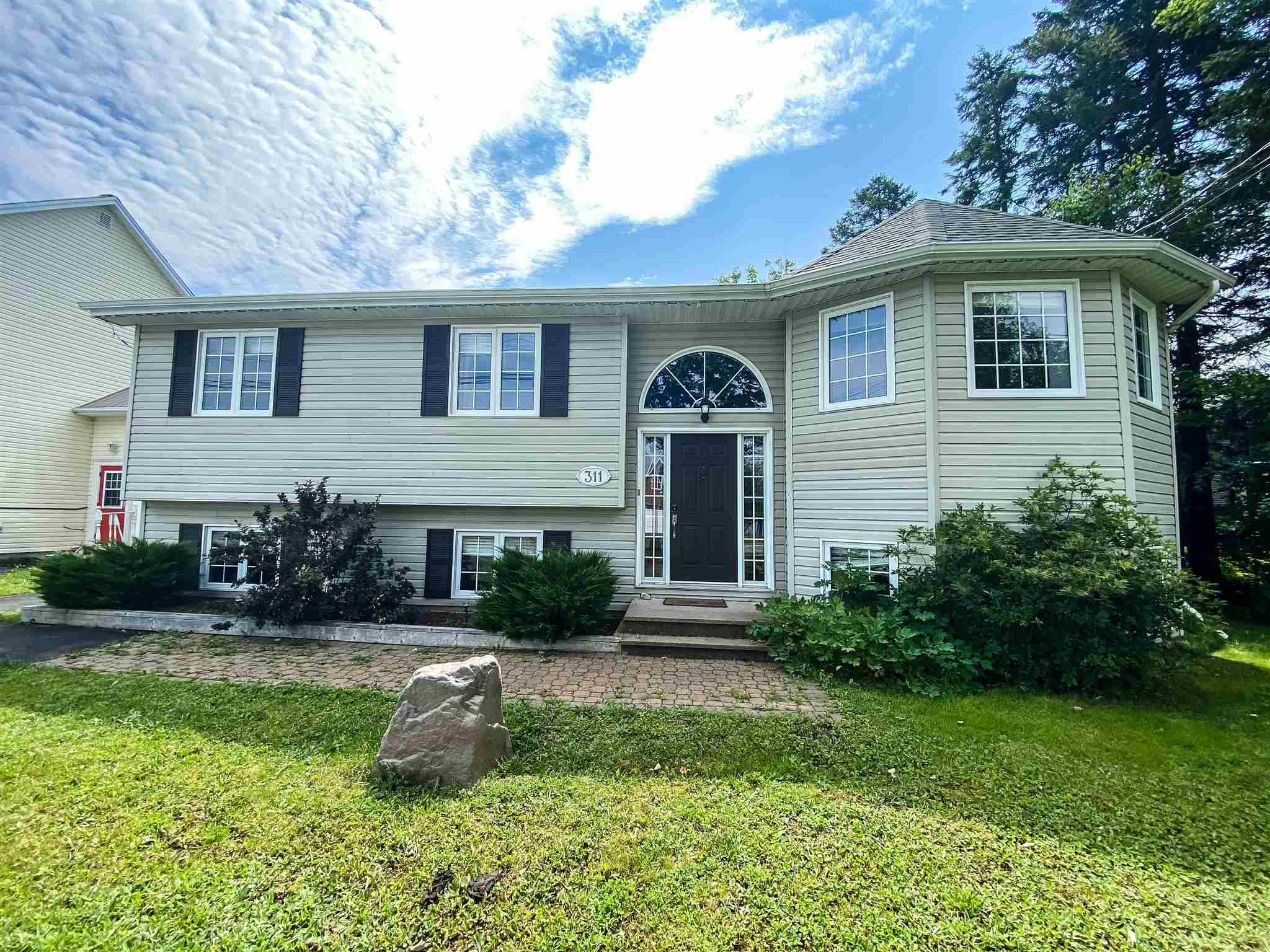 Main Photo: 311 Springfield Lake Road in Middle Sackville: 26-Beaverbank, Upper Sackville Residential for sale (Halifax-Dartmouth)  : MLS®# 202118252