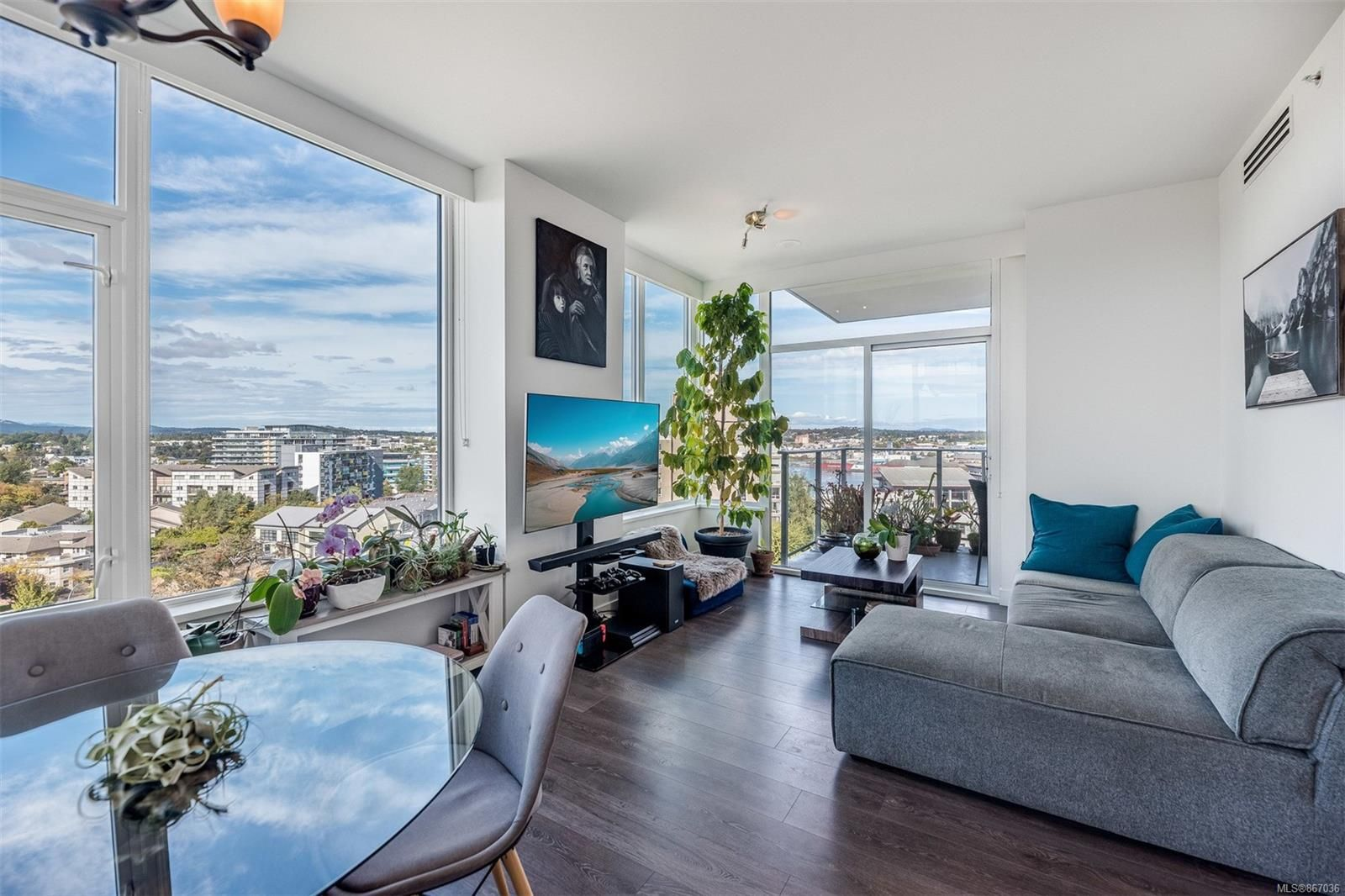 Main Photo: 905 60 Saghalie Rd in : VW Songhees Condo for sale (Victoria West)  : MLS®# 867036