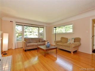 Photo 4: 1887 Forrester St in VICTORIA: SE Camosun House for sale (Saanich East)  : MLS®# 735465