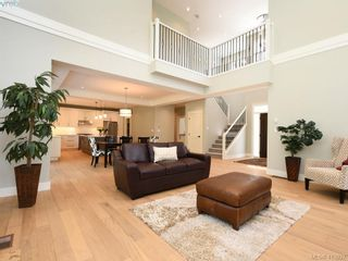 Photo 5: 1024 Deltana Ave in VICTORIA: La Olympic View House for sale (Langford)  : MLS®# 820960