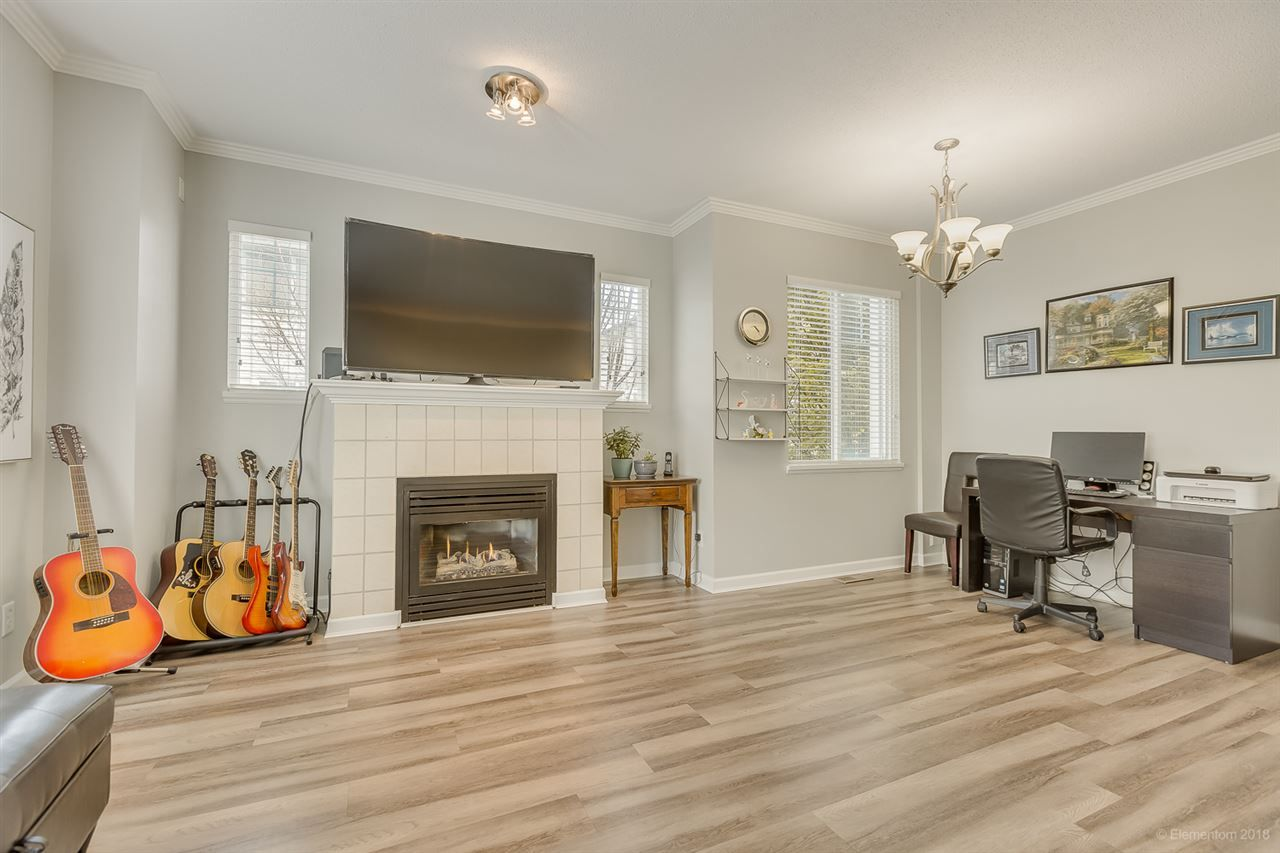 """Photo 6: Photos: 50 1010 EWEN Avenue in New Westminster: Queensborough Townhouse for sale in """"Windsor Mews"""" : MLS®# R2468809"""