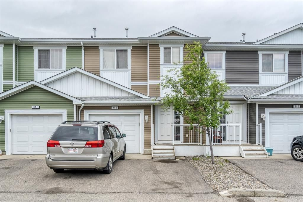 Main Photo: 302 800 Yankee Valley Boulevard SE: Airdrie Row/Townhouse for sale : MLS®# A1118169