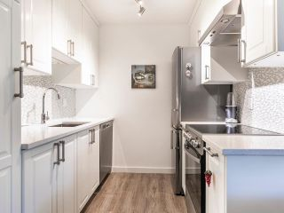 """Photo 7: 202 2885 SPRUCE Street in Vancouver: Fairview VW Condo for sale in """"Fairview Gardens"""" (Vancouver West)  : MLS®# R2572384"""