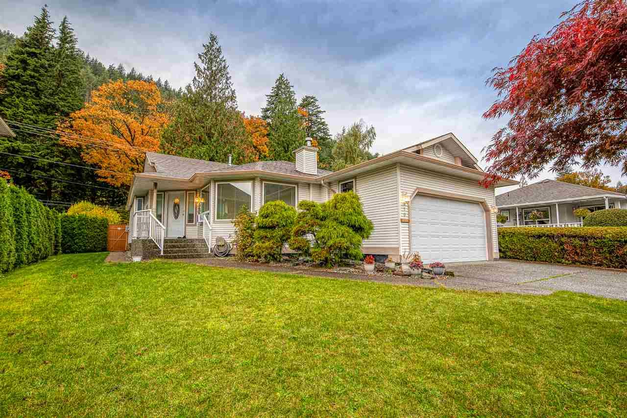 "Main Photo: 310 CHESTNUT Avenue: Harrison Hot Springs House for sale in ""HARRISON HOT SPRINGS"" : MLS®# R2413831"