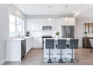 """Photo 11: 17 15717 MOUNTAIN VIEW Drive in Surrey: Grandview Surrey Townhouse for sale in """"Olivia"""" (South Surrey White Rock)  : MLS®# R2572266"""