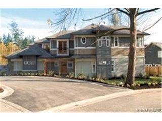 Photo 1: 566 Caselton Pl in VICTORIA: SW Royal Oak Row/Townhouse for sale (Saanich West)  : MLS®# 336822
