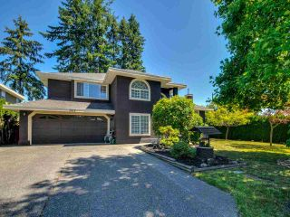 "Photo 2: 5812 185A Street in Surrey: Cloverdale BC House for sale in ""Cloverdale Hilltop"" (Cloverdale)  : MLS®# R2335126"