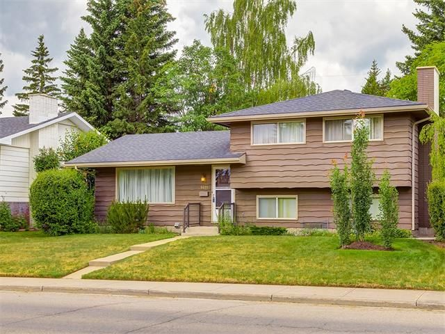 Main Photo: 5427 LAKEVIEW Drive SW in Calgary: Lakeview House for sale : MLS®# C4070733