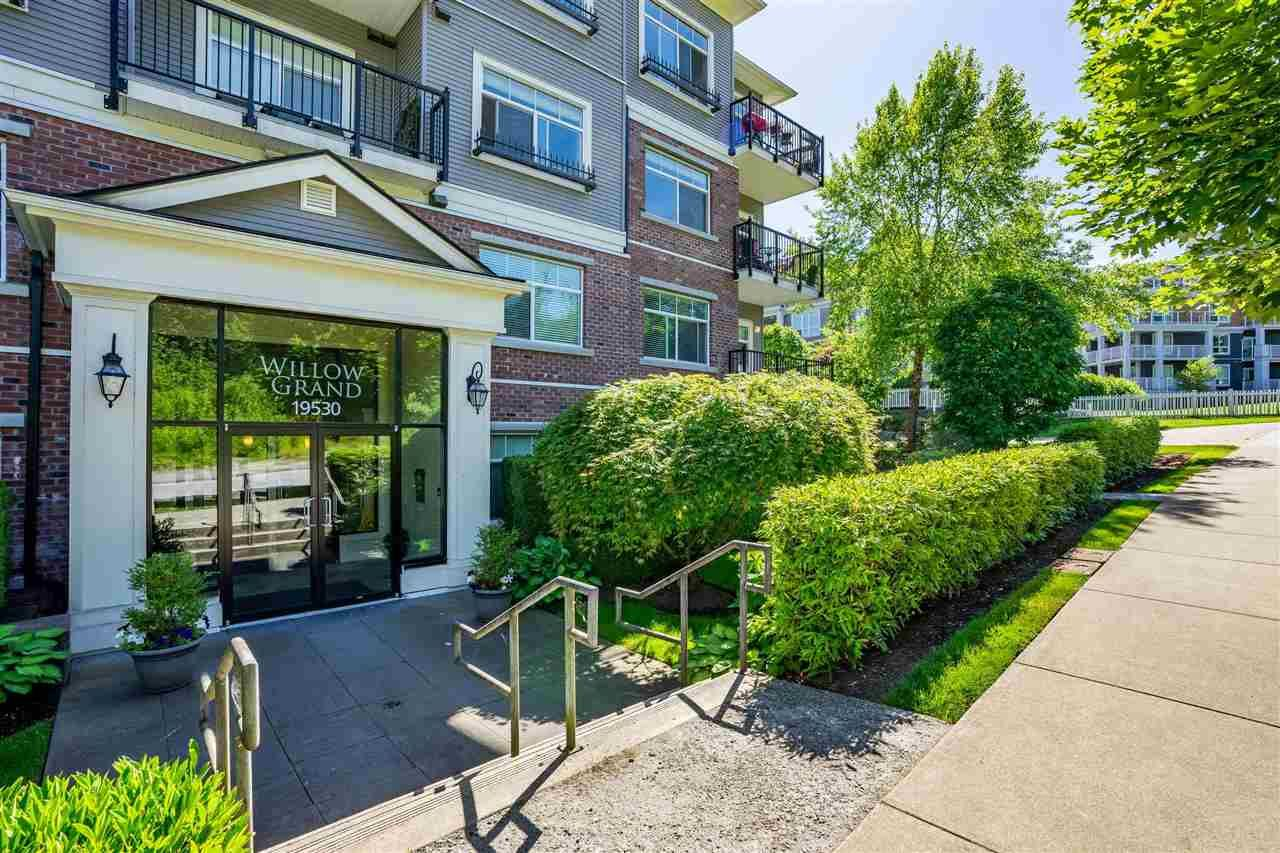 """Main Photo: 402 19530 65 Avenue in Surrey: Clayton Condo for sale in """"WILLOW GRAND"""" (Cloverdale)  : MLS®# R2587452"""