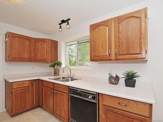 Photo 8: 423 Creed Pl in View Royal: VR Hospital House for sale : MLS®# 619958