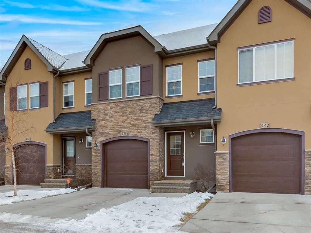 Main Photo: 438 Quarry Villas SE in Calgary: Douglasdale/Glen Row/Townhouse for sale : MLS®# A1057271