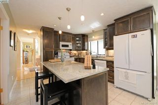Photo 6: 878 Denford Cres in VICTORIA: SE Lake Hill House for sale (Saanich East)  : MLS®# 767667
