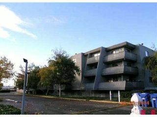 """Photo 1: 213 17661 58A Avenue in Surrey: Cloverdale BC Condo for sale in """"WYNDHAM ESTATES"""" (Cloverdale)  : MLS®# F1128746"""