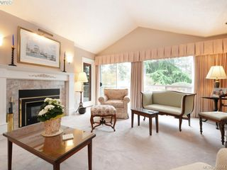 Photo 2: 10 928 Bearwood Lane in VICTORIA: SE Broadmead Row/Townhouse for sale (Saanich East)  : MLS®# 785859