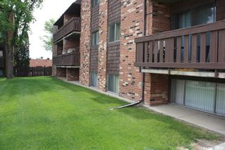 Photo 2: 105 143 St Lawrence Court in Saskatoon: River Heights SA Residential for sale : MLS®# SK863702