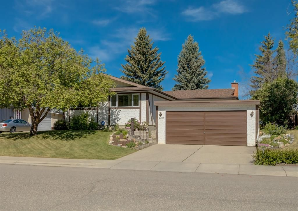 Main Photo: 2223 Palisade Drive SW in Calgary: Palliser Detached for sale : MLS®# A1123980