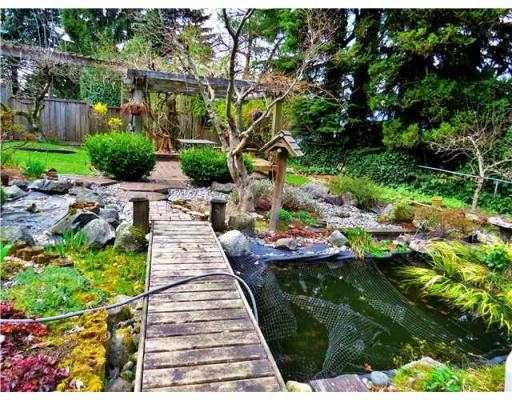 Photo 4: Photos: 930 KOMARNO Court in Coquitlam: Chineside House for sale : MLS®# V999665