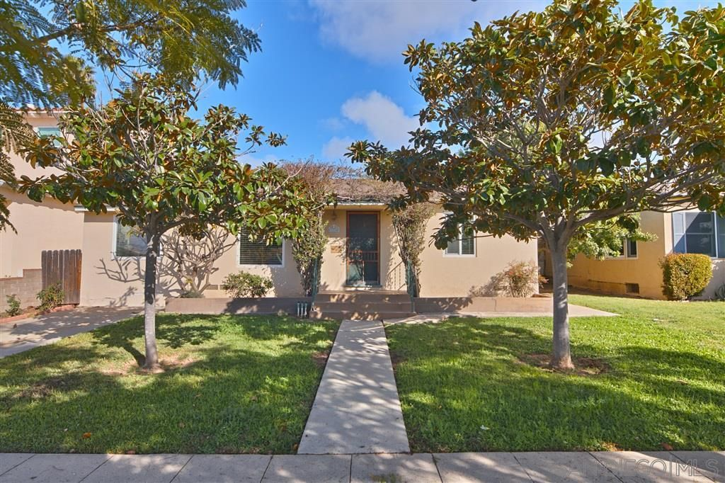 Main Photo: PACIFIC BEACH House for sale : 4 bedrooms : 1224 Emerald St in San Diego