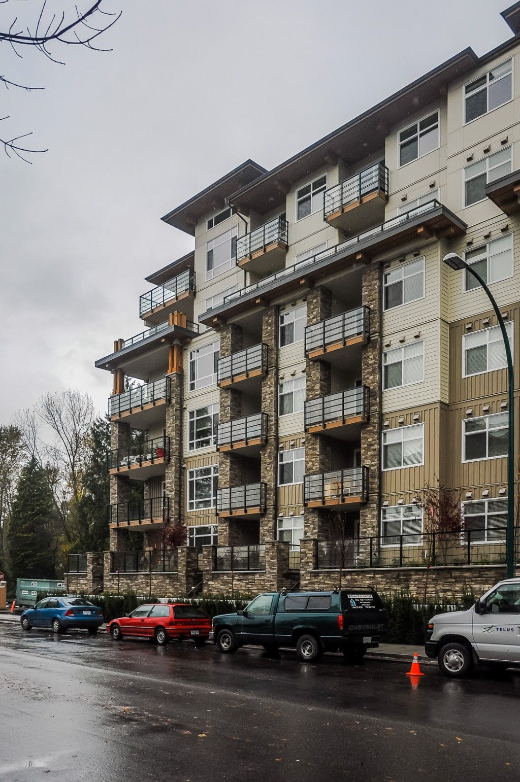 "Main Photo: 411 2495 WILSON Avenue in Port Coquitlam: Central Pt Coquitlam Condo for sale in ""Orchid Riverside Condos"" : MLS®# R2119140"