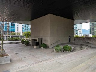 """Photo 3: 511 1333 W GEORGIA Street in Vancouver: Coal Harbour Condo for sale in """"Qube"""" (Vancouver West)  : MLS®# R2439175"""