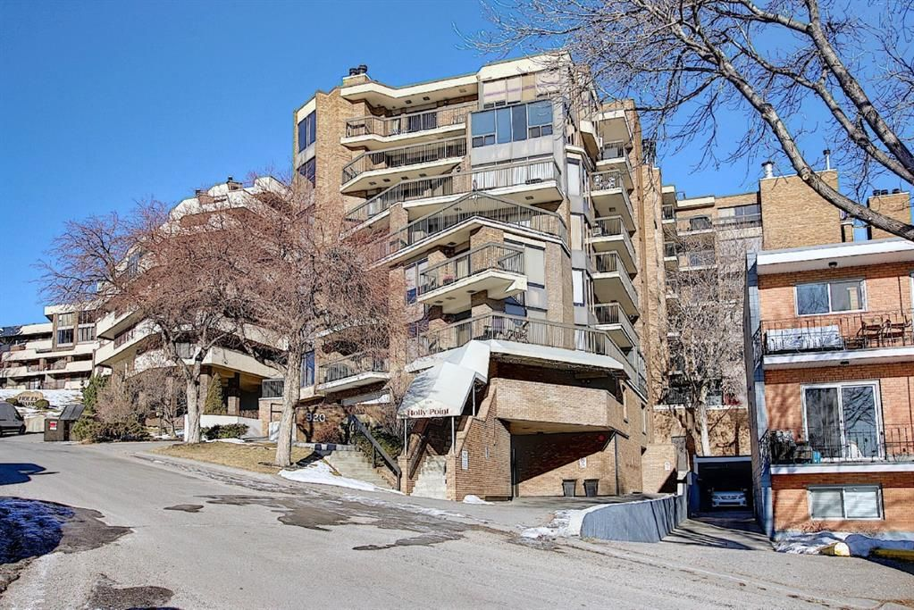 Main Photo: 806 320 Meredith Road NE in Calgary: Crescent Heights Apartment for sale : MLS®# A1143492